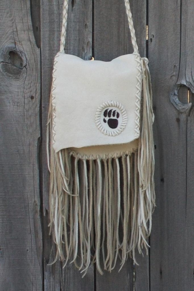 Fringed leather handbag > Beaded bearPaw